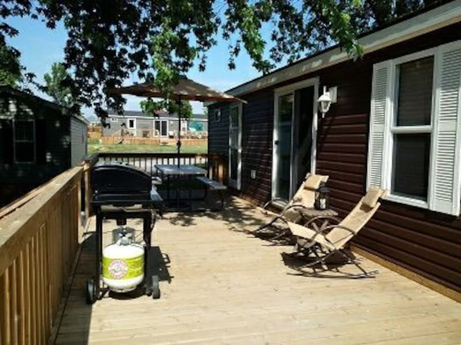 Deck with BBQ, picnic table and lounge chairs