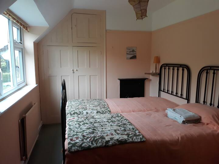 Quiet twin room 10' from Stevenage