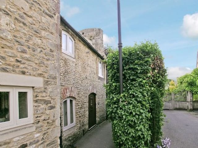 The cottage is tucked away in the centre of Malmesbury