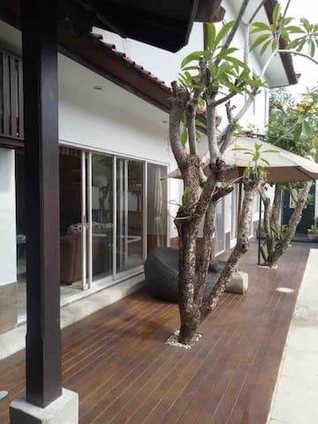 cozy private villa  jimbaran- bali  for rent  .