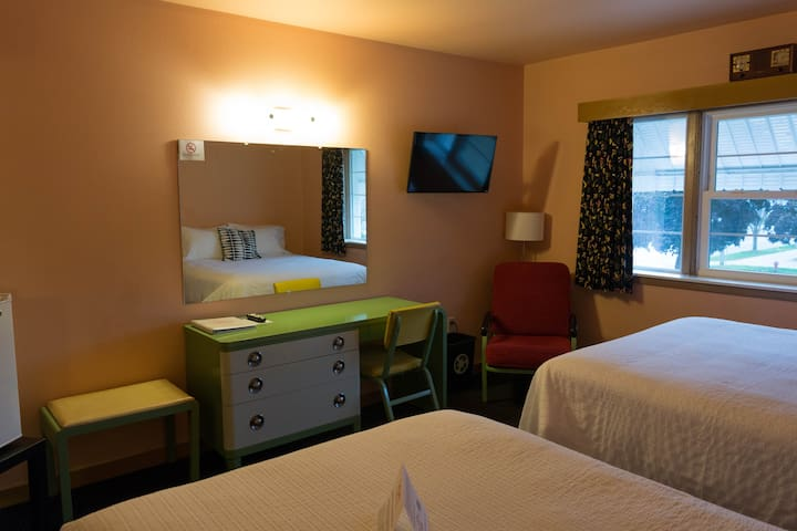 Room, 1 Queen Bed and 1 Full Bed, Second Floor