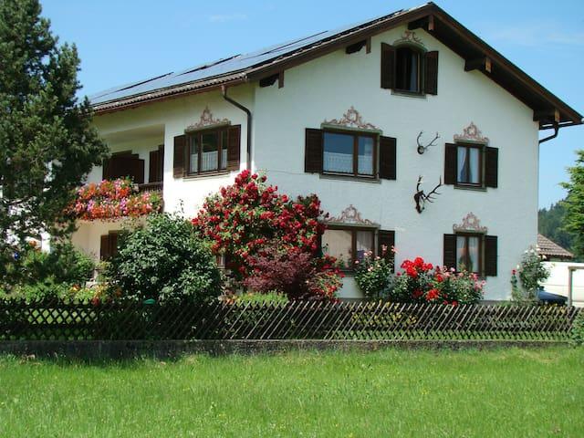 FeWo  (76 m²)  mit Alpenrundblick am Samerberg - Samerberg - Byt