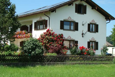 FeWo  (76 m²)  mit Alpenrundblick am Samerberg - Samerberg - Appartement