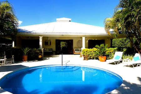 Wonderful West Coast Villa - 5 mins walk 2 beaches - Gibbs