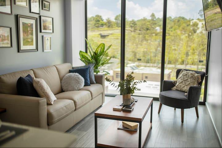 NEW!  Modern & Spotless Luxe Loft,  Cayalá area.