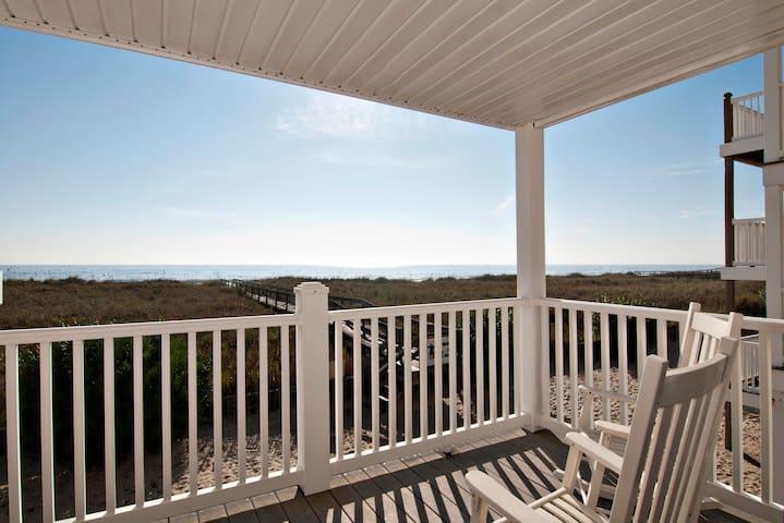 Chasin' Waves 2BDR Beachfront Condo, WiFi, Parking - 캐롤리나 비치(Carolina Beach) - 아파트(콘도미니엄)