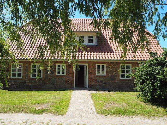 Sehr gemütliches mit 160qm großzügiges Ferienhaus - Zarrentin am Schaalsee - Huis
