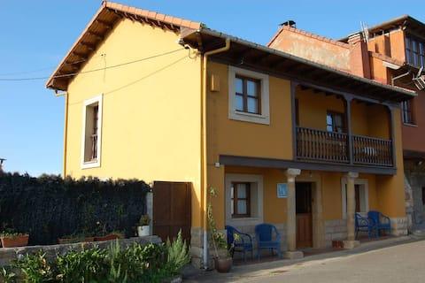 Casa rural en pueblo de la costa Asturiana