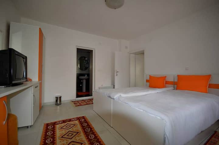 Orange room with bathroom and garden view