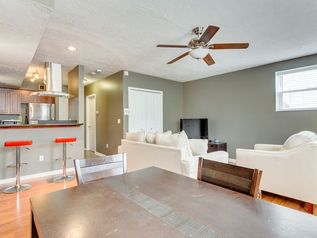 Private Luxury Modern Apartment | Central Tremont