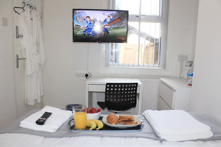 Enjoy your breakfast in bed, the kitchen includes all the amenities you need to make any meal.