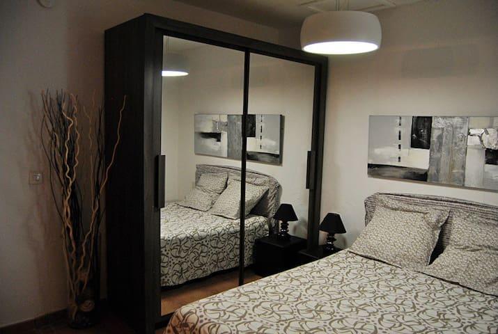 grande armoire-penderie Couette & oreillers (linge de maison en option 10 euros)