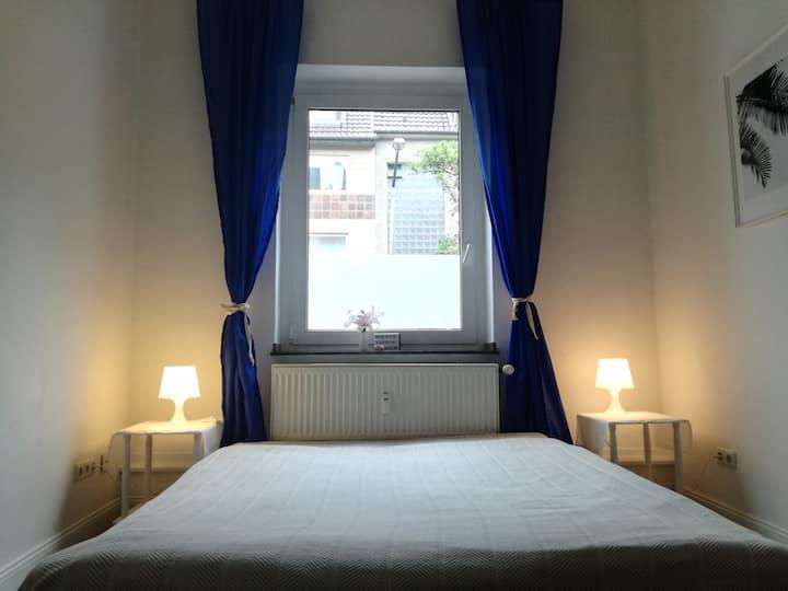 Privates Zimmer Nähe Messe, Flughafen & Innenstadt