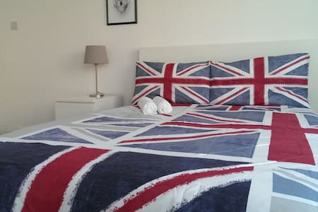 ALDGATE - AVAILABLE NOW - LONG STAY 40% OFF