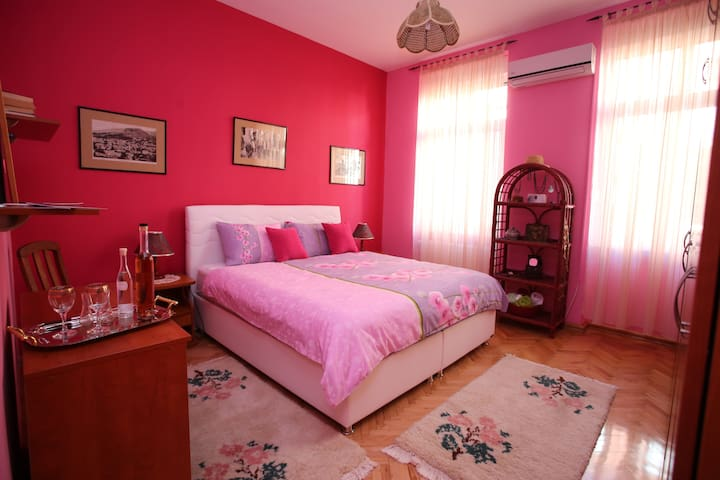 TWO MINUTES FROM ALL THAT MATTERS! - Mostar - Apartment