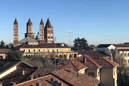 Centro città, stazione a 2 passi vista fantastica! - Vercelli - Appartamento