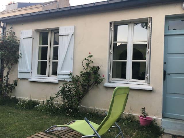 Loue maisonnette avec jardinet - Angers - Casa