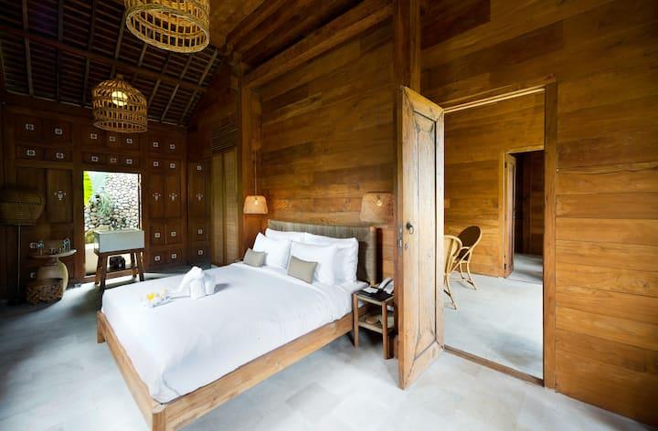 Semi Modern Wooden House in Canggu Resort