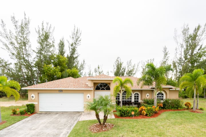 SW Cape Coral Canal Front Villa  with Heated Pool
