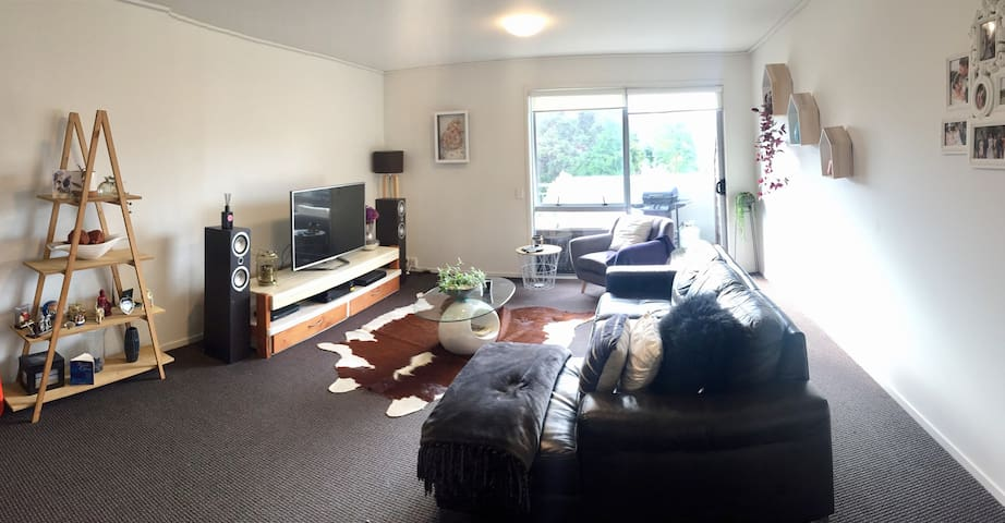Single room - One Tree Hill faced garden apartment