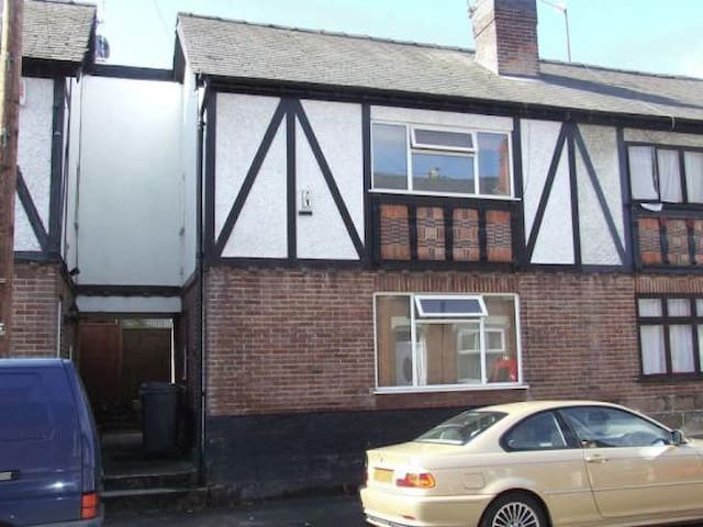 IMMACULATE ONE BEDROOM FLAT IN DERBY CITY  M1/A38