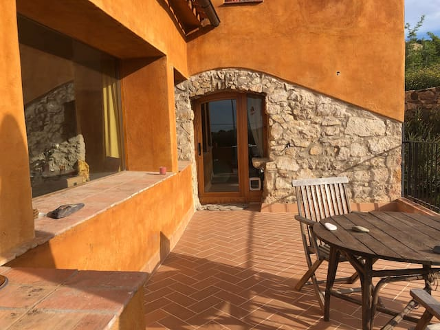 Relax in our artistic cozy house, Costa Brava
