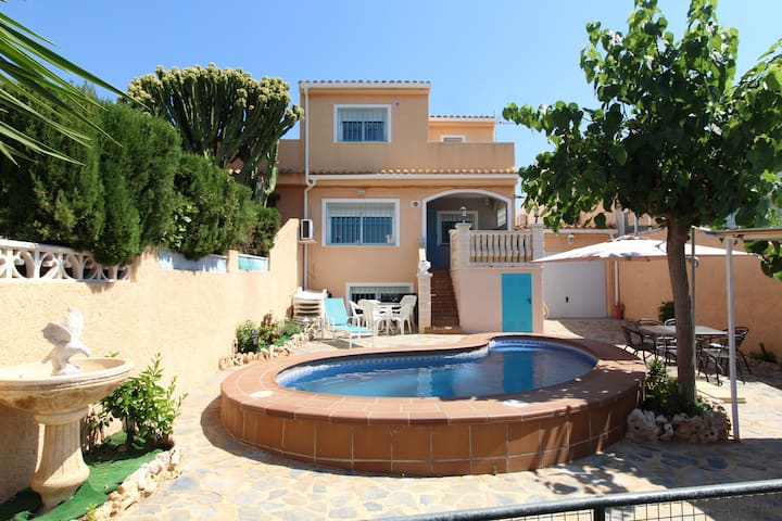 VILLA with private pool, sleeps 12, near Benidorm.