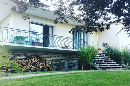 Charmante Maison Familiale - Sarliac-sur-l'Isle