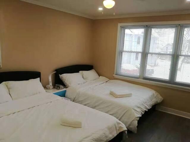 Room2-Safe,Quiet, 10Minutes walk to Falls Canada.