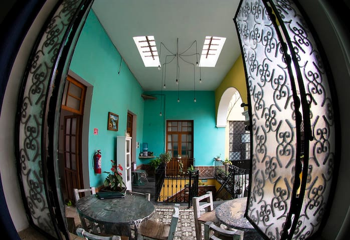Private Room for 4 in the heart of Puebla