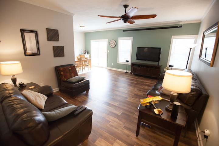Quiet, Friendly, Safe, No Pets - 20 Min. Downtown - Indianapolis - Hus