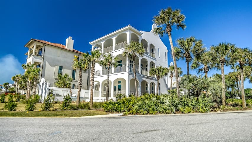The Preston - Stunning Seacrest Vacation Home with Carriage House