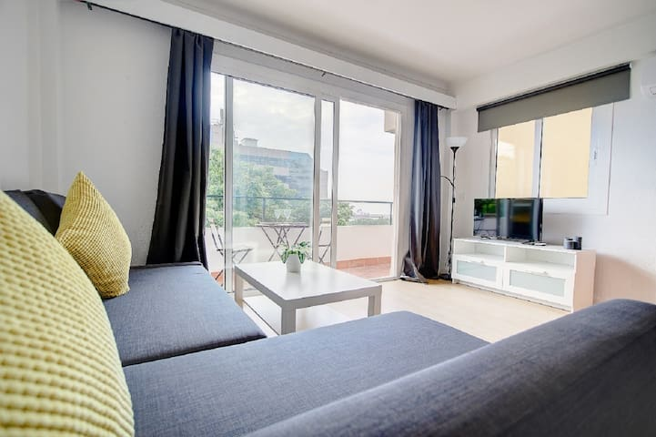 Very bright apartment, with partial sea views 4B