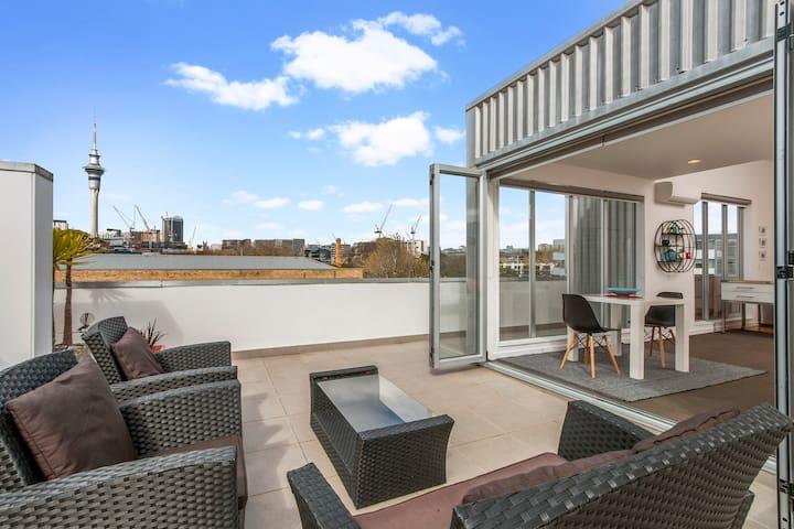 Panoramic City View Apartment + Air Con/Carpark