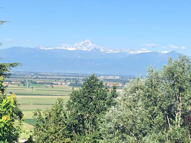 Meraviglia a 5 minuti da Bra. Villa on the hill