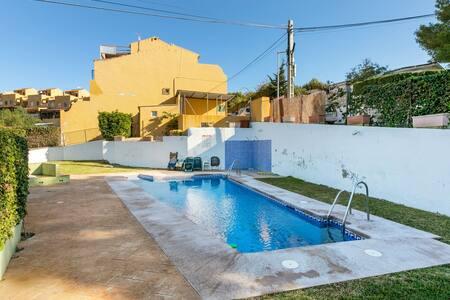 Modernes Ferienhaus in Benajarafe mit Swimmingpool
