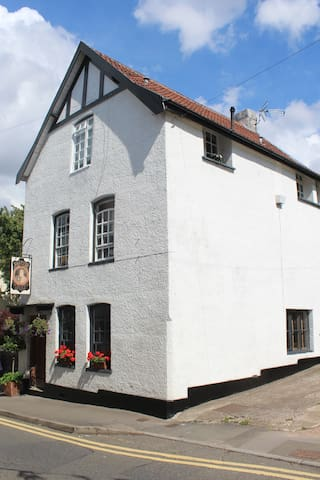 Self contained apartment in historic Chepstow - Chepstow - Townhouse