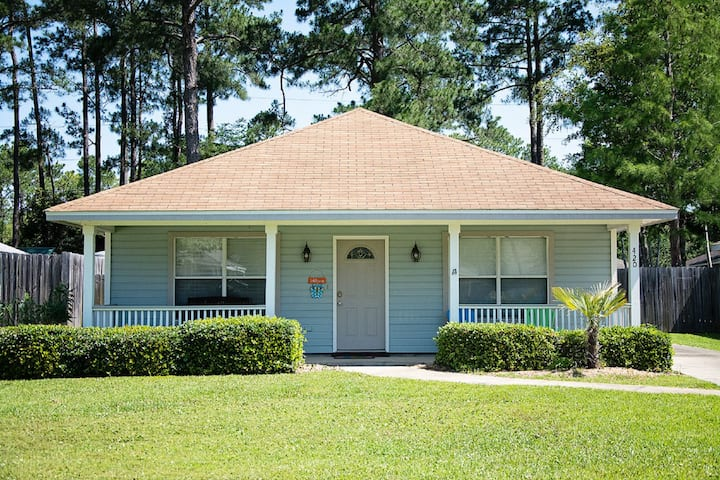 Cottage House Near/BeachCentral to All Super Clean