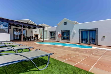 "Villa ""Excellent"" With Private Swimming Pool"