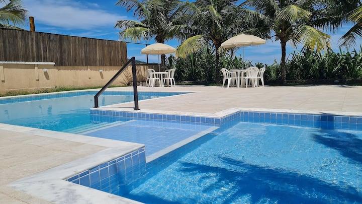 Apartamento com piscina pé na areia para a Praia de Maresias.