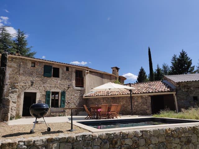 Beautiful Cévenol Mas with swimming pool
