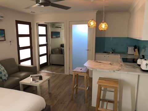 Private Lakeside Studio,Beach,Hospital,Nightquater