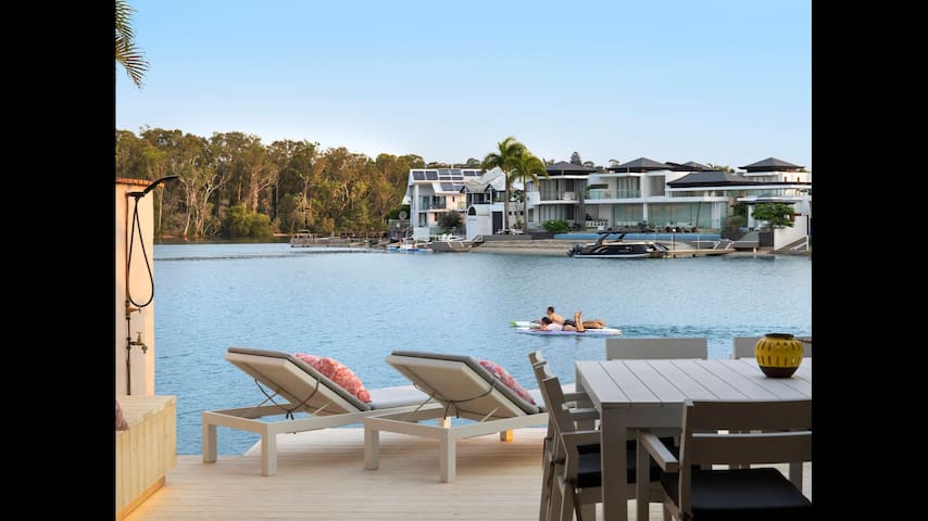 Waterfront beachside paradise -Weyba Quays Noosa
