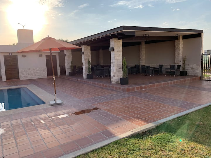 Linda casa nueva al sur de León, Gto.