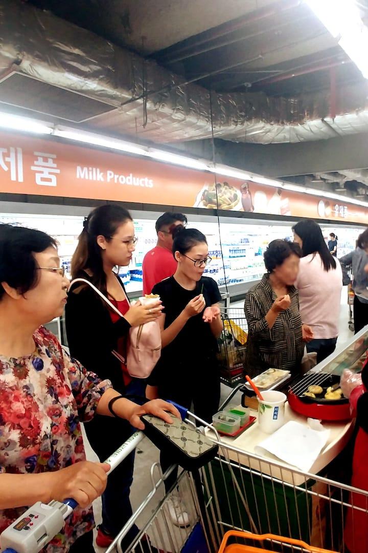 We can sample various Korean foods.