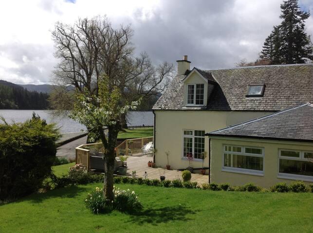 Lochside Altskeith Cottage B&B (bedroom 1)