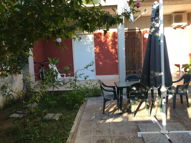 Salento, Lecce, nice chalet, 200mt from the sea