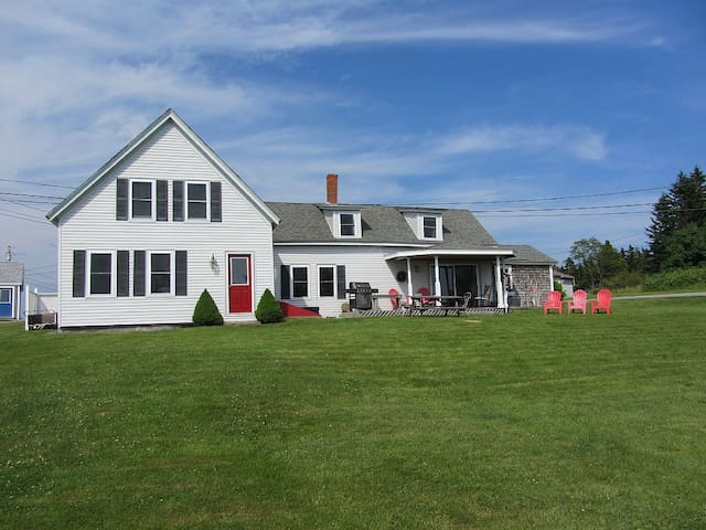 1860 Saltwater Farmhouse on Corea Harbor - Gouldsboro