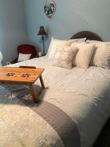 Queen Bed in 2nd bedroom. (NUC Room)