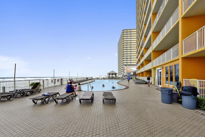 Amenity-Treasure Island Pool-KLH7091.JPG